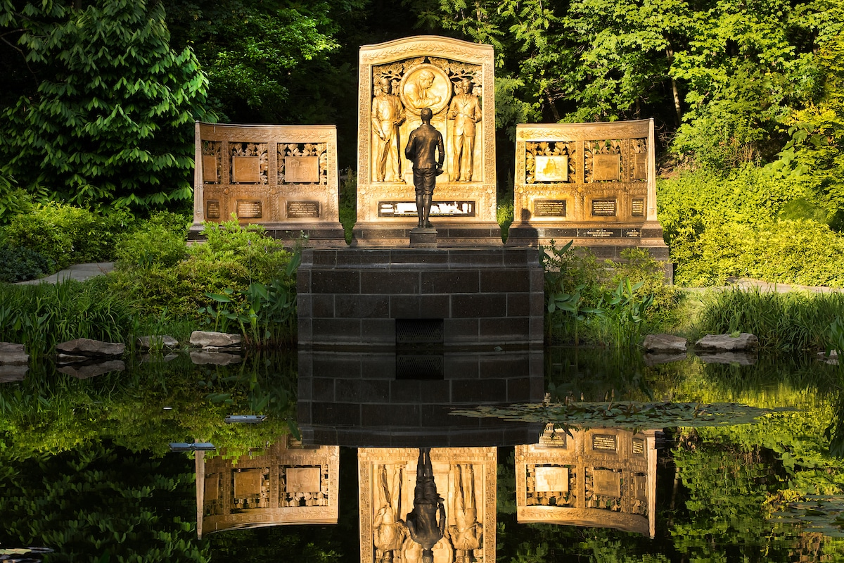 An image of the Westinghouse Memorial in Schenley Park