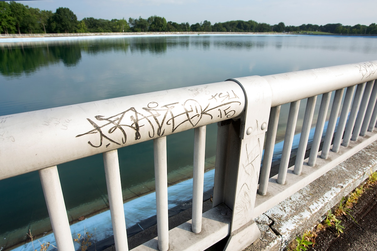 An image of graffiti on part of the railing over the Highland Park Reservoir